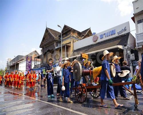 1429286651-opening-of-the-2015-chiang-mai-songkran-festival_7362370.jpg