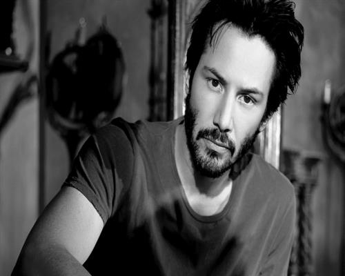 6983800-keanu-reeves-actor.jpg