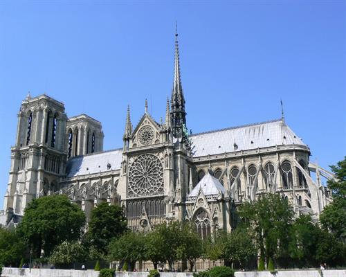The-religious-hot-spot-of-Paris-La-Notre-Dame-4.jpg